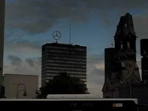 Mega Logotipos Giratorios de Bayer y Mercedes