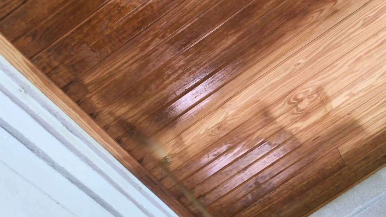 Staining a ceiling with a 12V sprayer - YouTube
