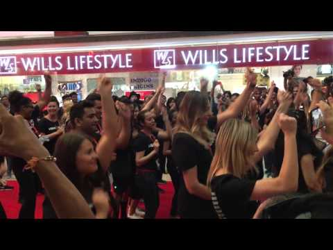 Mob group Dance at a mall in India (H&M opening Delhi)