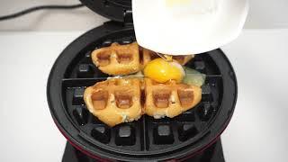 와플기계로 핫도그 + 계란 누르면 With a waff…