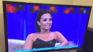 Cut scene of Demi Lovato on Alan Carr Chatty Man