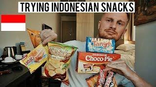 TRYING INDONESIAN SNACKS (SANGAT BAIK!!/SO GOOD!!)