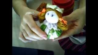 Bonequinha sachê perfumada feita com fuxico por Patricia Lago