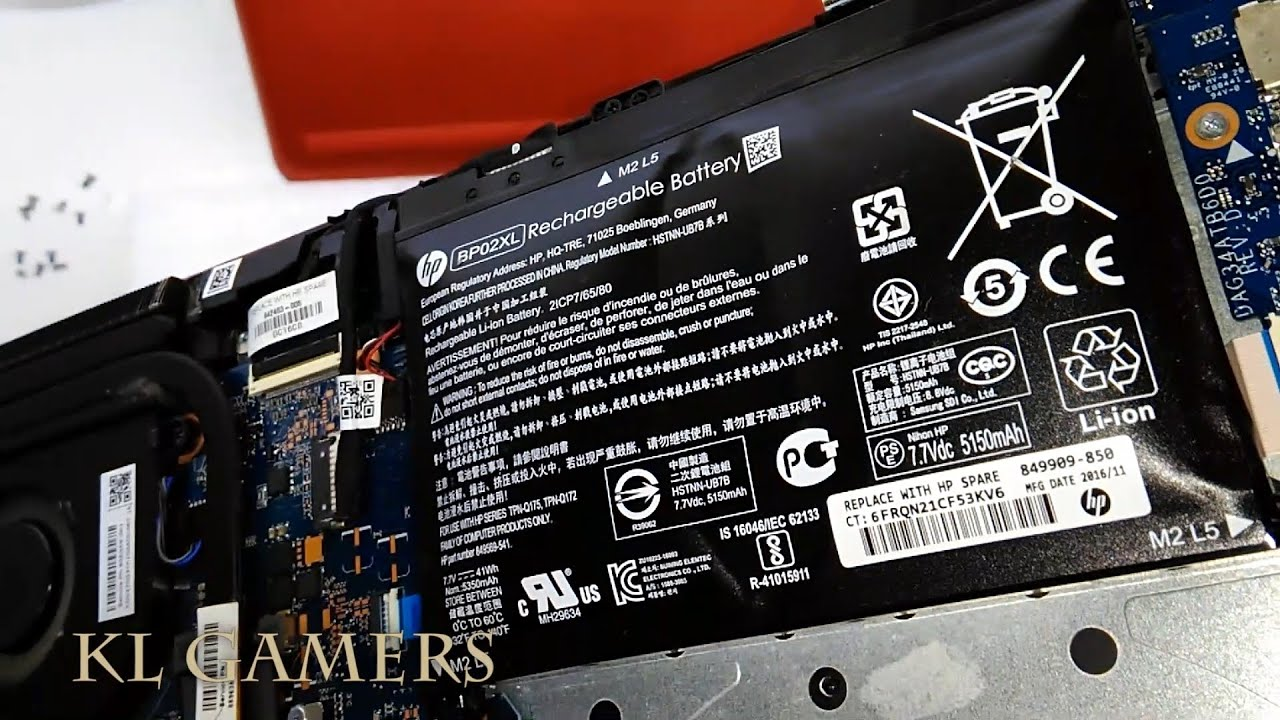 Pin Laptop bị phù nên thay mới tránh gây nổ laptop