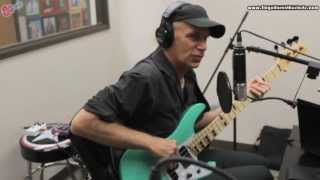 """Billy Sheehan Demonstrates Bass Solo in """"Time Machine"""" By The Winery Dogs and Discusses Hammer Ons"""