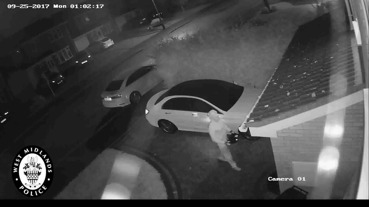 Watch thieves clone a Mercedes key from outside the owner's