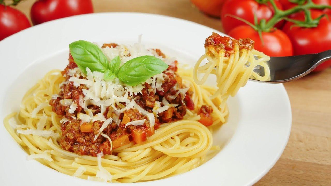 spaghetti bolognese i spaghetti mit tomatenso e und hackfleisch youtube. Black Bedroom Furniture Sets. Home Design Ideas