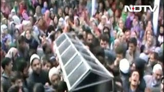 Hundreds Join Funeral Prayers of BJP Youth Wing Leader Killed By Terrorists In Shopian 2017 Video