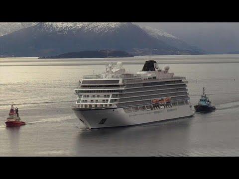 شاهد: سحب السفينة النرويجية العالقة -فايكينغ سكاي- إلى ميناء مولدي…  - نشر قبل 2 ساعة
