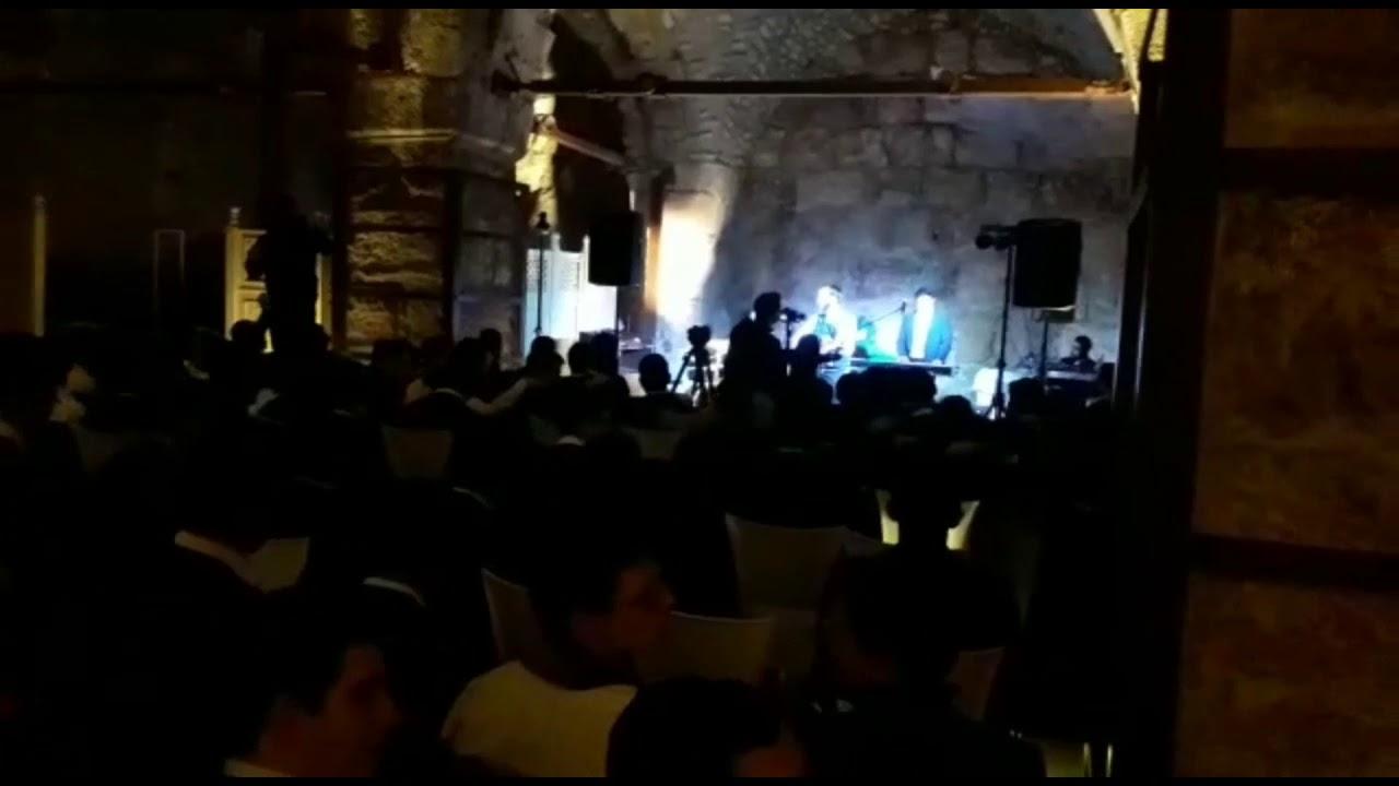 מרגש: צפו בזיץ של 'היישוב' במנהרות הכותל  מאות תלמידי ישיבת היישוב הגיעו אמש למסיבת חנוכה במנהרות הכ