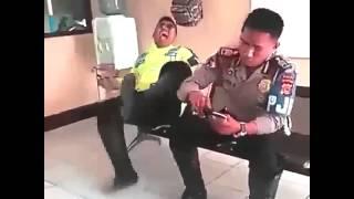 Funny Dubsmash - Video Lucu Gokil - Polisi Kentut Gokil Abis