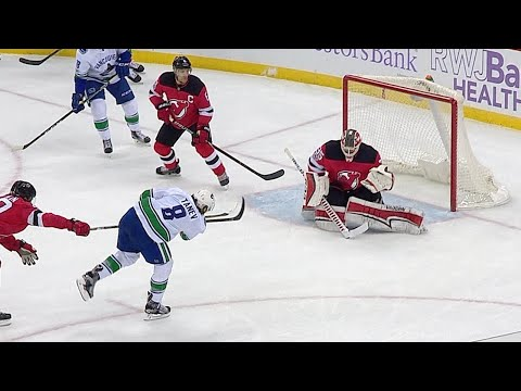 11/24/17 Condensed Game: Canucks @ Devils