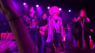 "The Shadowboxers with surprise guests, Reba McEntire & Little Big Town cover ""Jolene"" - Dolly Parton"
