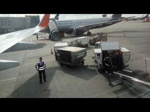 Ինչպես են ճամպրուկները լցնում օդանավ