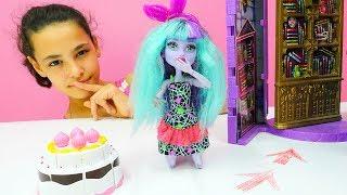 Monster High oyuncak bebekler ile kız oyunları