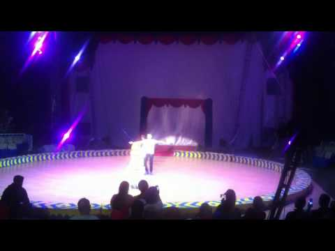 Oriental Circus in alkid solo.1