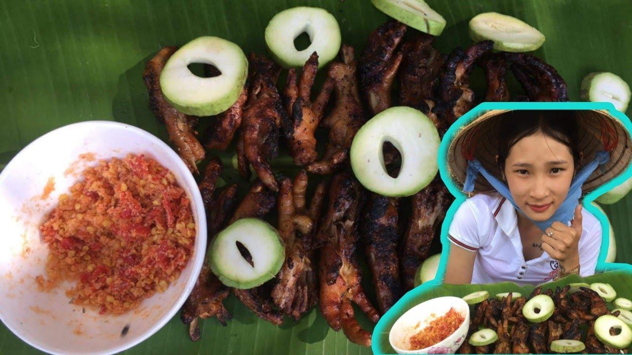 Chân gà nướng Sa Tế Tiêu chấm muối ớt siêu cay ngoài đồng | La Yến Linh