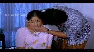 Suman kisses Vijayashanthi - Mondi Mogudu Penki Pellam Scenes - Suman, Vijayashanthi