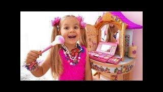 ديانا تتظاهر باللعب بالملابس وألعاب مساحيق التجميل - العاب بنات