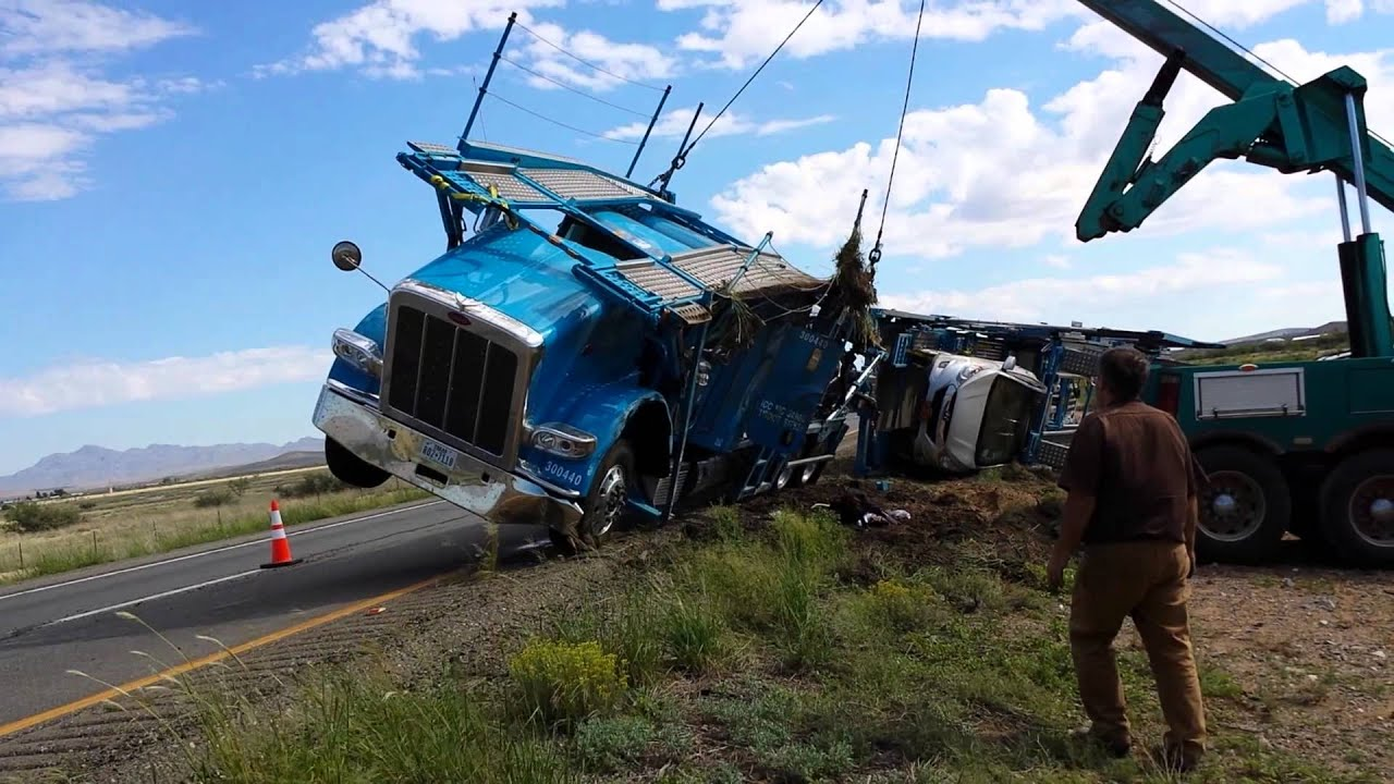 4 Car Hauler >> DAS car hauler flipped over in Arizona - YouTube
