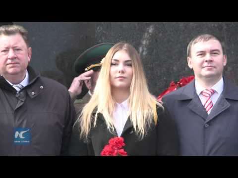 Communist Party members and supporters mark Lenin's birthday