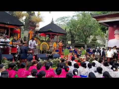 Balerung Stage PELIATAN / TARI Lambang Sari by TIRTASARI di Tirta Empul Tampaksiring
