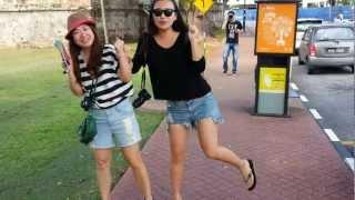Nicole and Eva singing en Penang - By Tundrablu