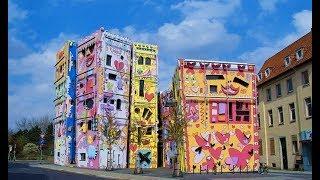 Самый «счастливый дом» в мире вызвал бурю негодования: почему горожане протестовали под его стенами