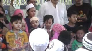 Repeat youtube video Ibnu HZ Ceramah agama K.H.Kholil As'at -Sambungan Begus Deri Allah 8.mpg