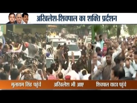 Lucknow: Akhilesh and Mulayam Yadav Reach Party Office amid Clashes