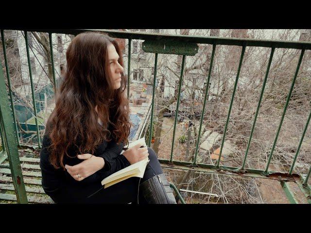 Sari Schorr - Turn the Radio On (Official)