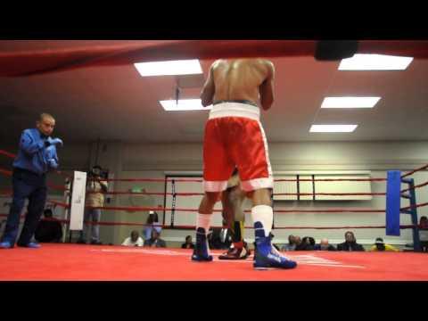 EDWIN REYES 4th pro fight round4