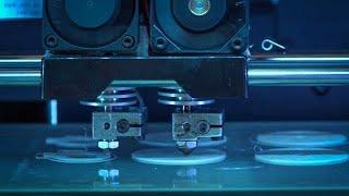 金属部品やフルカラー模型も 3Dプリンター