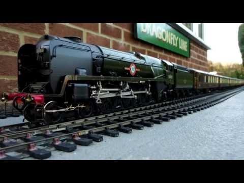 7mm scale Merchant Navy Class locos double heading