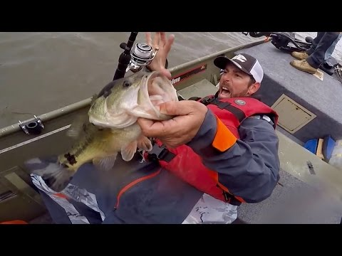 """GOING IKE!!!  Jon Boat Bass Fishing at the """"Woody Hole"""" (Ep. #9)"""