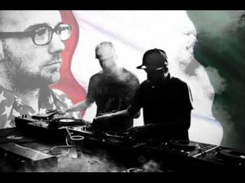 Moby - I Love To Move In Here (Crookers Bass In Here Mix)