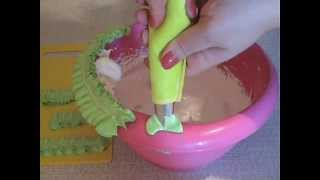 Как украсить торт кремом - Насадка Листик(Как делать листики из крема для украшения торта., 2014-04-20T21:23:00.000Z)