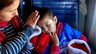 United Fantasy Flight flies kids in need to 'North Pole'