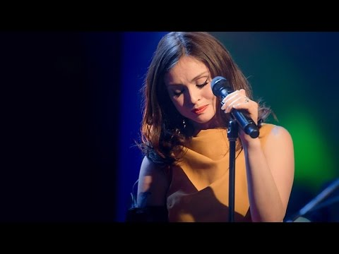 SOPHIE ELLIS BEXTOR PERFORMS LIVE ON THE QUAY SESSIONS
