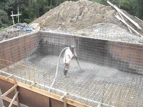 Construcci n de piscina en concreto lanzado youtube for Como hacer una piscina natural en casa