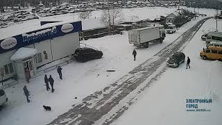 В Усть-Куте грузовик снёс маршрутку и внедорожник