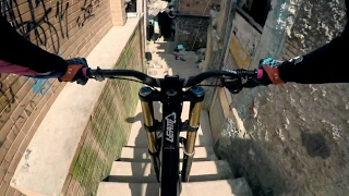 Steep Urban Mountain Biking Down a Rio Favela...
