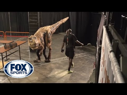 Halloween dinosaur shocks Suns' players