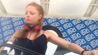 DJ Nastya Belkina играет в клубе «Ибица» в Одессе