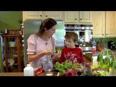 Poison Ivy Tincture - Shoshanna's Kitchen - Episode 86
