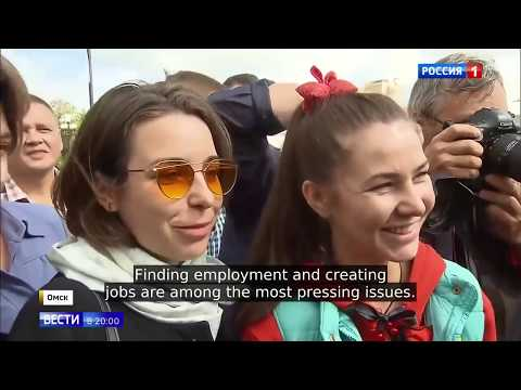Putin Suprises Young Moms, Students and Pensioners With Unexpected Visit To Omsk's Park