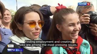 Putin Suprises Young Moms, Students and Pensioners With Unexpected Visit To Omsk