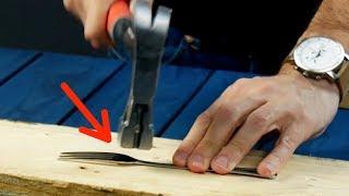 Il aplatit une fourchette avec un marteau, le résultat est bluffant !