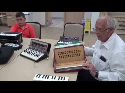 Hacking a Roland accordion - two methods - part 1 - Makers meeting Apri. 12, 2017