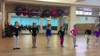 Малышки танцуют Березиль Смайлики открытый урок
